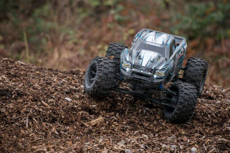 Traxxas X-maxx review posed on chips