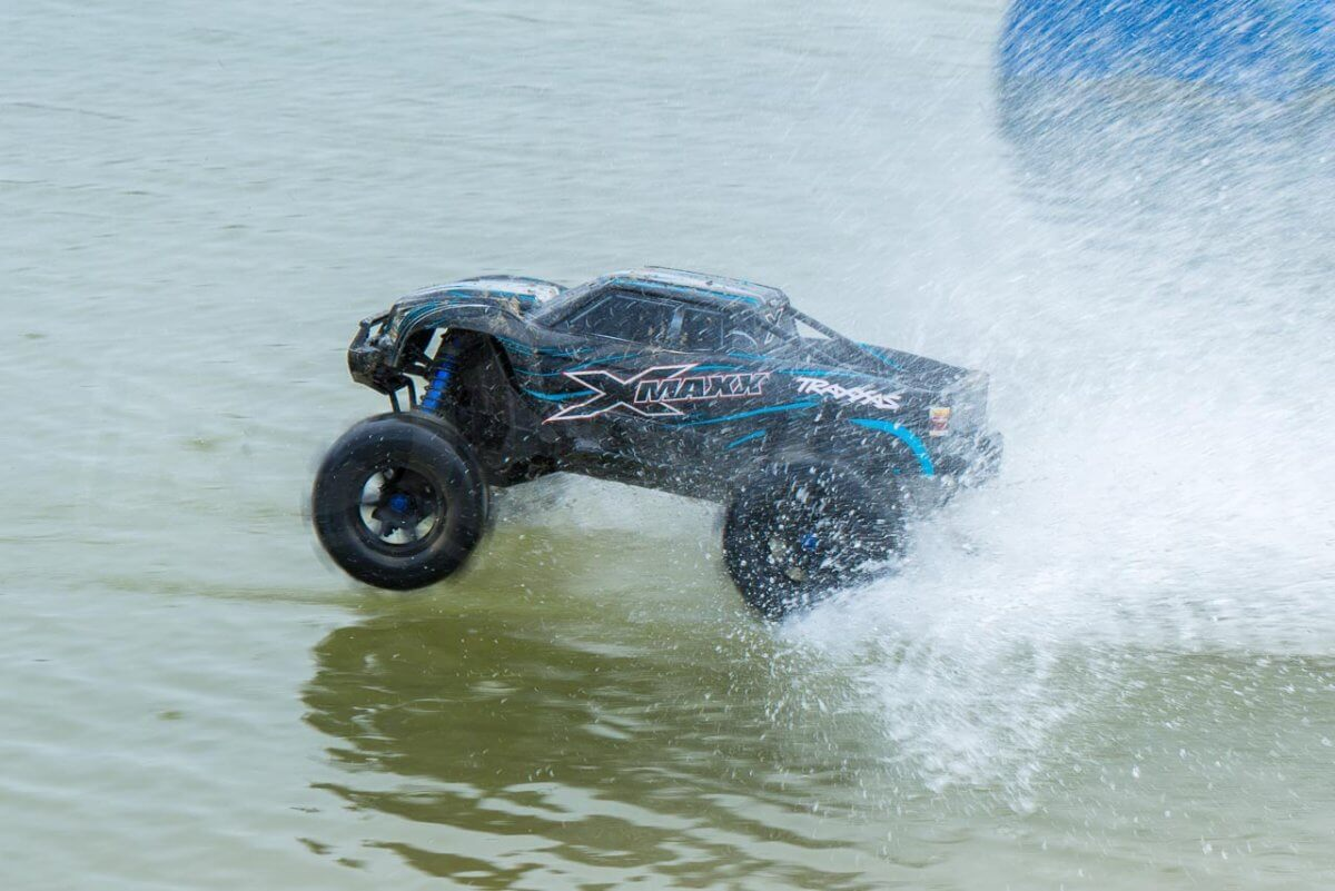 X-Maxx On Water on the plane