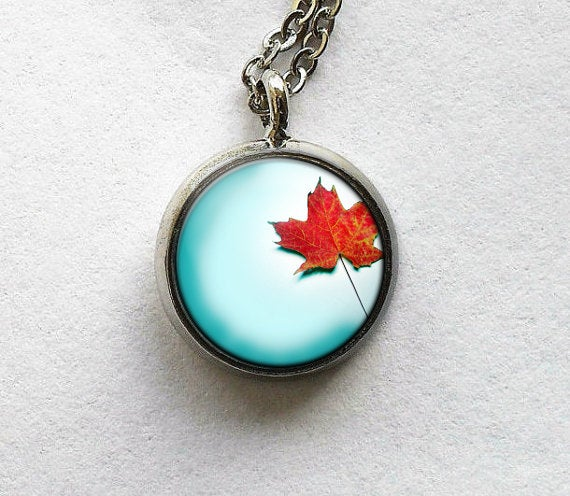 Autumn leaf Necklace, Autumn Leaf necklace, Orange leaf pendant, Orange Blue necklace, Nature charm, Autumn Pendant, Autumn Necklace,