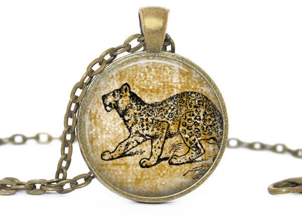 Vintage Cheetah necklace, Antique vintage Cheetah pendant,Cheetah brass vintage charm, Photo Charm, Vintage Animal charm, Gift for women