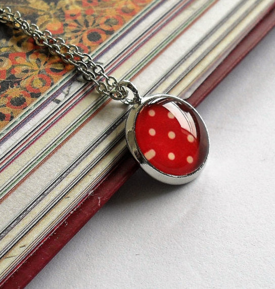 Red and white polka dot necklace, retro polka dot necklace,Red and white polka dot necklace, Round photo necklace, Glass dome necklace