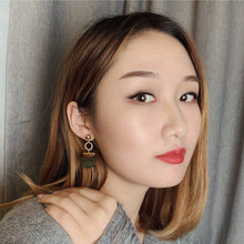 Load image into Gallery viewer, Black Lip Shell Earrings