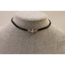 Load image into Gallery viewer, Pearl Wing Leather Choker