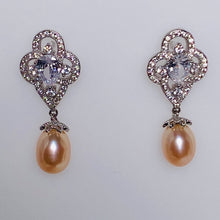 Load image into Gallery viewer, Plum Blossom Pearl Earrings