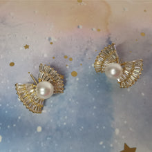 Load image into Gallery viewer, Diamond Candy Pearl Earrings