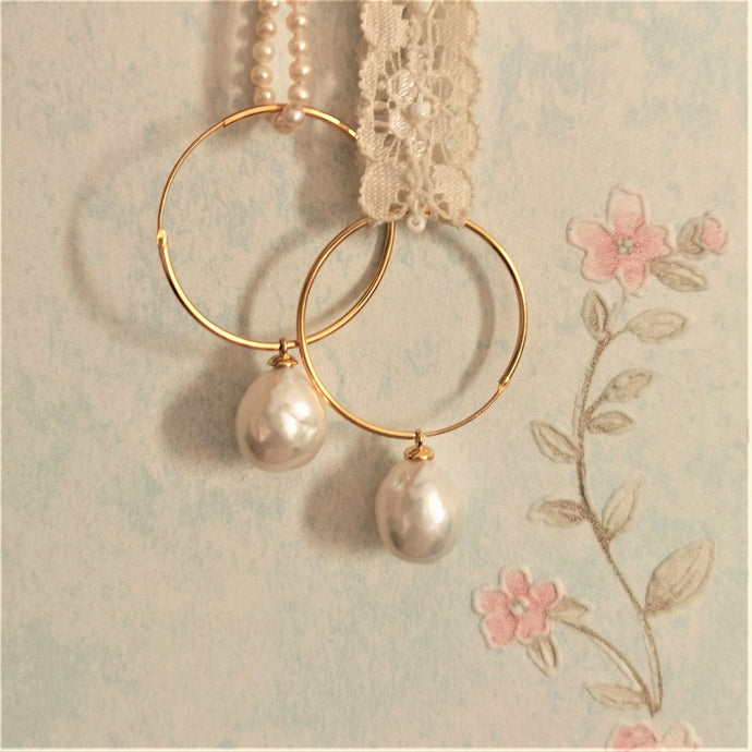 Teardrop Edison Pearl Hoop Earrings