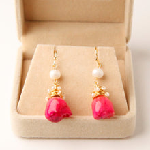 Load image into Gallery viewer, Pearls & Real Rose Earrings