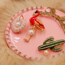 Load image into Gallery viewer, Flamingo Pearl Brooch