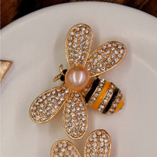 Load image into Gallery viewer, Chubby Bee Cultured Pearl Brooch