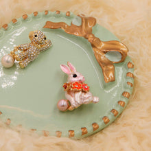 Load image into Gallery viewer, Rabbit Cultured Pearl Brooch