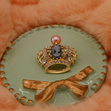 Load image into Gallery viewer, Crown Pearl Brooch