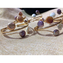 Load image into Gallery viewer, Coin Shape Pearl Bangles