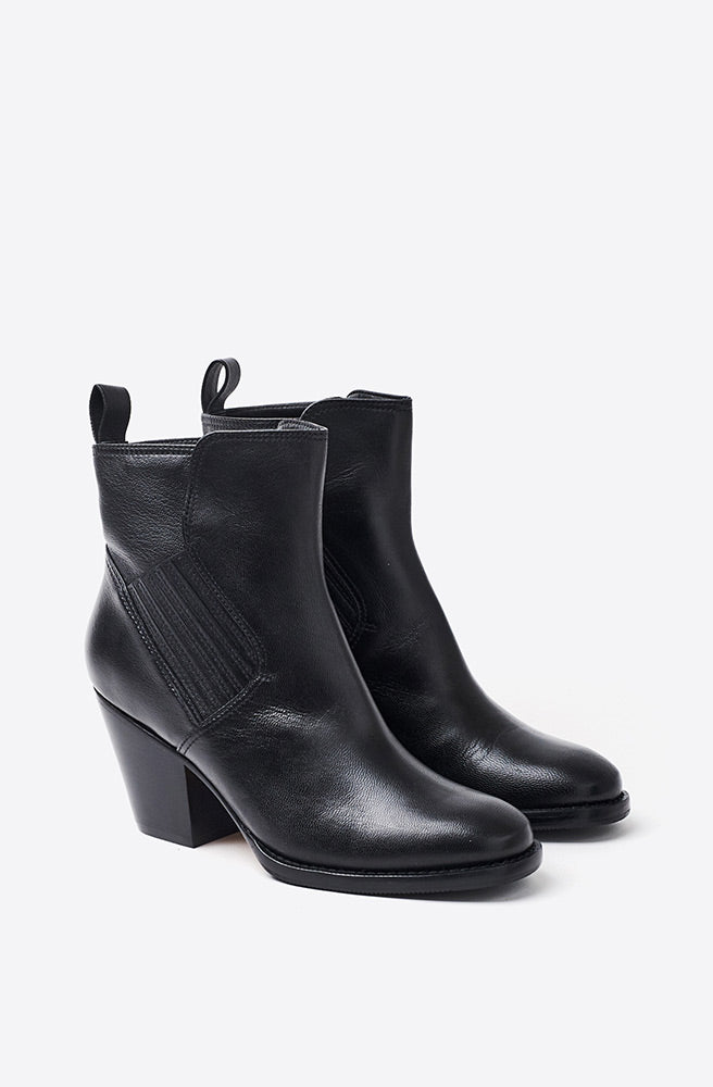 Mave Boot-black