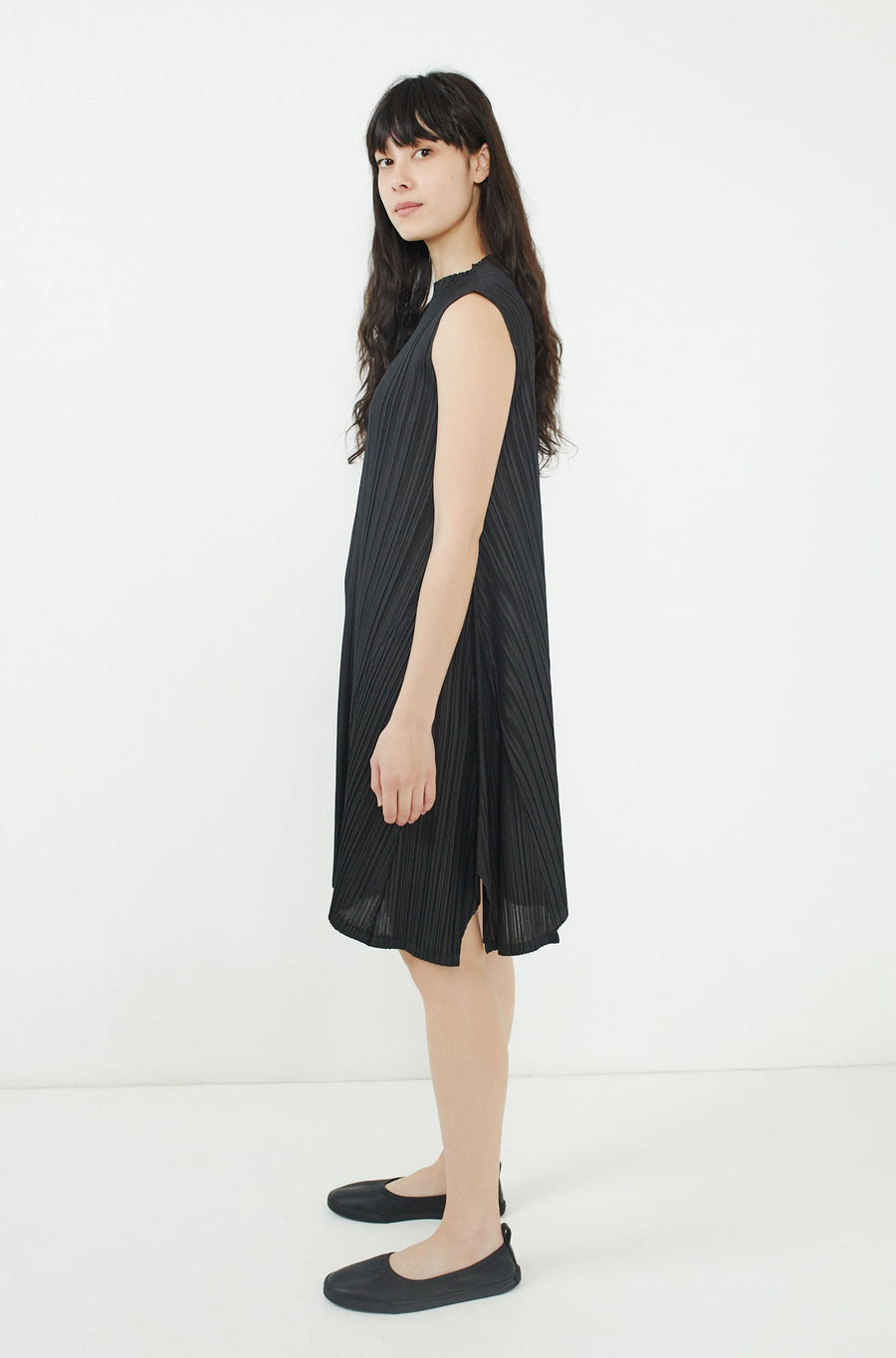 Mellow Pleats Dress-black