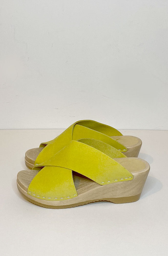 Frida Mid Wedge Clog-citrine