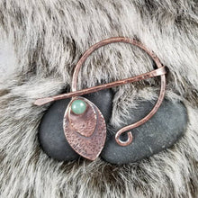 Load image into Gallery viewer, Leaf Penannular Pin, Metal Cloak Clasp, Handmade Rustic Copper Celtic Brooch, Green Aventurine