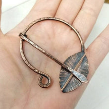 Load image into Gallery viewer, Penannular Brooch, Hammered Copper Cloak Pin, Fantasy Gift Leaf Shawl Pin Clasp.