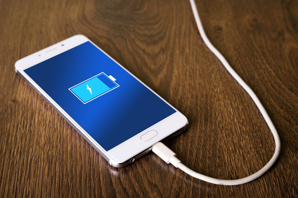 Gifts for business travelers: Smartphone charger