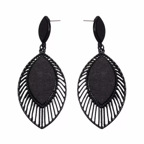 Evelina Black Earrings