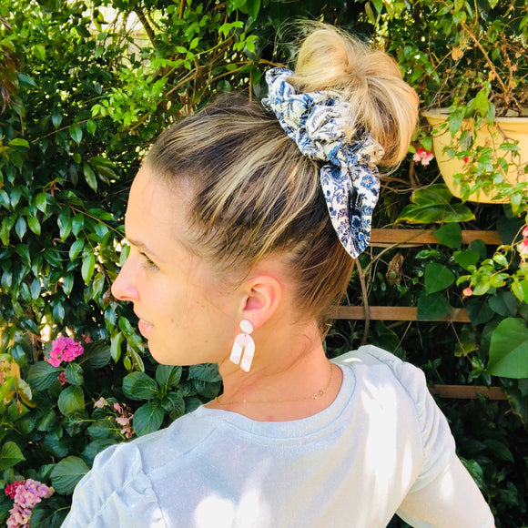 Bow Scrunchie - Juniper
