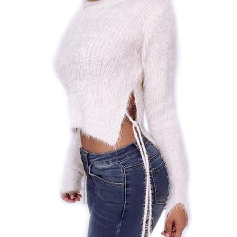 The Knitted Sweater Deep O-neck.