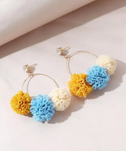 Load image into Gallery viewer, Pom-pom earings