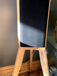 Wharfedale DIamond 9.1 Speaker Stands Perfectly Seated