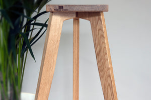 The Heron Solid Oak Standmount speaker stand with solid brass speaker spikes.