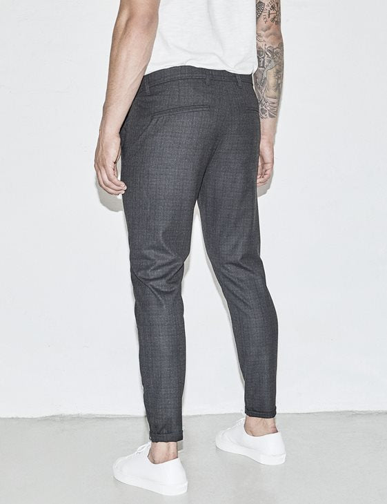 Pisa Chino Cross Dk Grey (Dk. Grey) - D.O Design Only