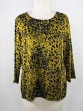 Load image into Gallery viewer, Cut Loose Graphic Animal Print 3/4 Sleeve Boatneck Top