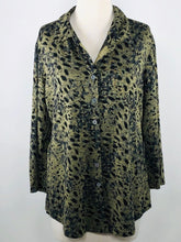 Load image into Gallery viewer, Cut Loose Graphic Animal Print 3/4 Sleeve Shirt