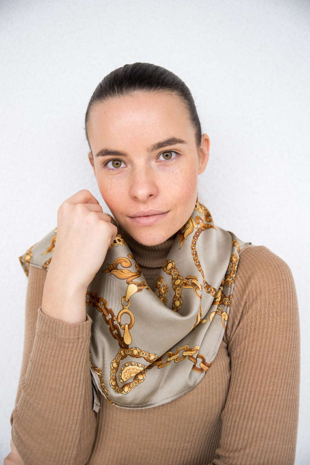 Square scarf - LIGHT GREY