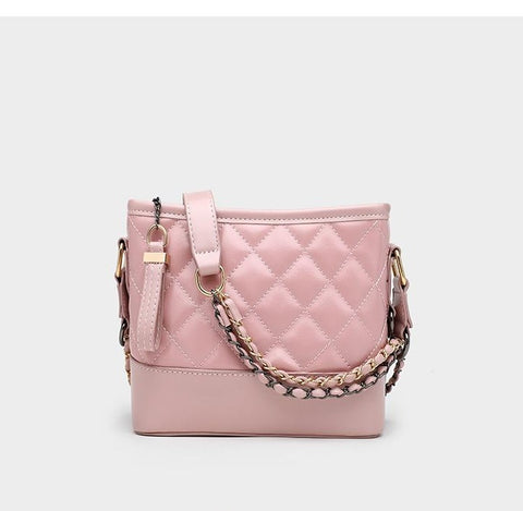 Classico Hobo Quilted Shoulder Bag / Pink