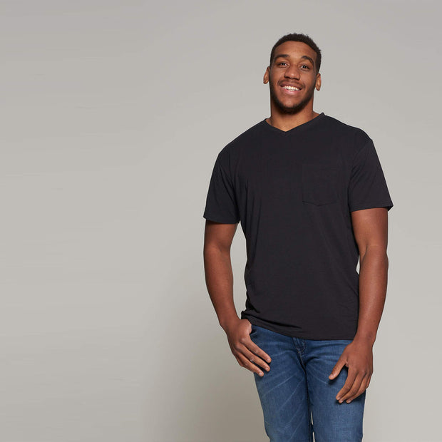 North 56°4 - V neck t-shirt - Black - front view