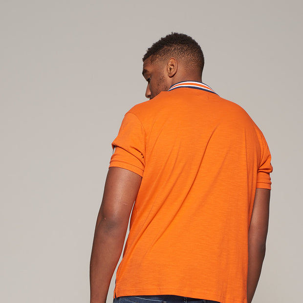 Fortmens model wearing North56 nautical contrast polo shirt in orange - close up