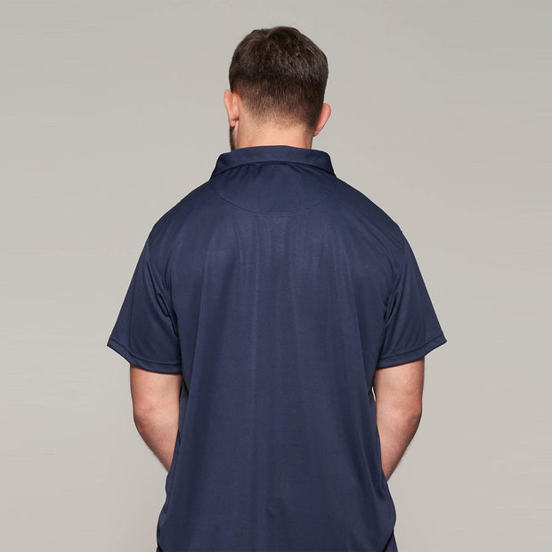 Fortmens model wearing North 56°4 cool effect polo shirt navy blue - close up