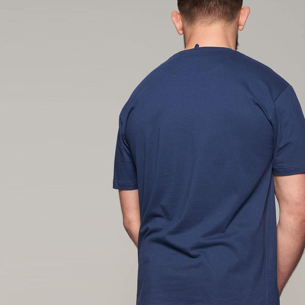 Fortmens model wearing North56 Sustainable Crew neck t-shirt and navy blue - back view