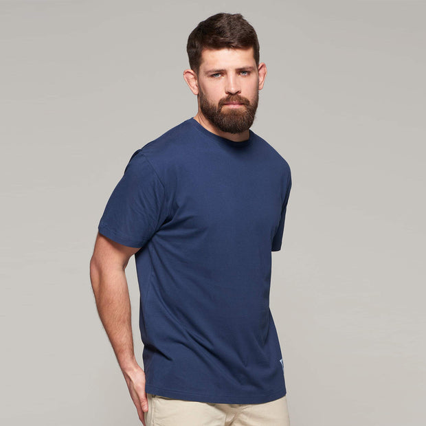 Fortmens model wearing North56 Sustainable Crew neck t-shirt and navy blue - front view