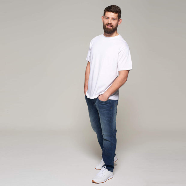 Fortmens model - wearing North 56°4 White round neck - t-shirt - black