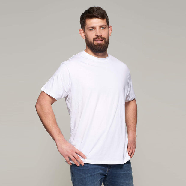 Fortmens model - wearing North 56°4 White round neck - t-shirt - close up
