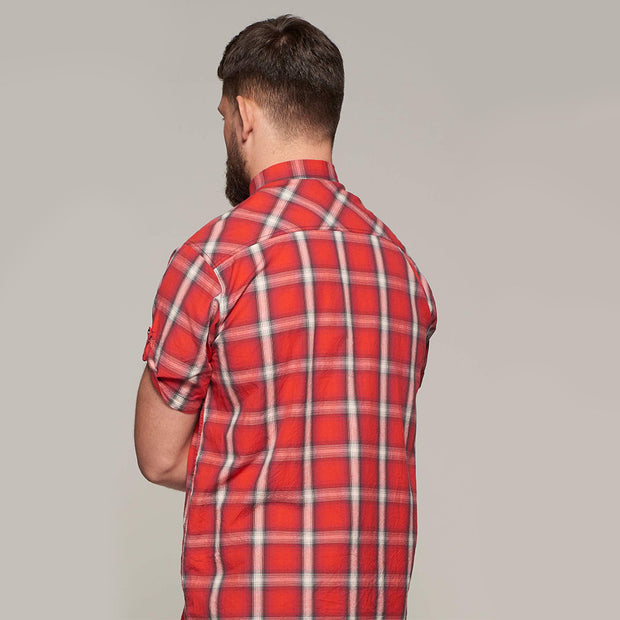 Fortmens model wearing Replika short sleeve shirt red check - back view
