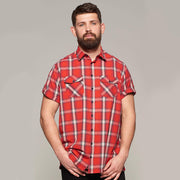 Fortmens model wearing Replika short sleeve shirt red check - front view