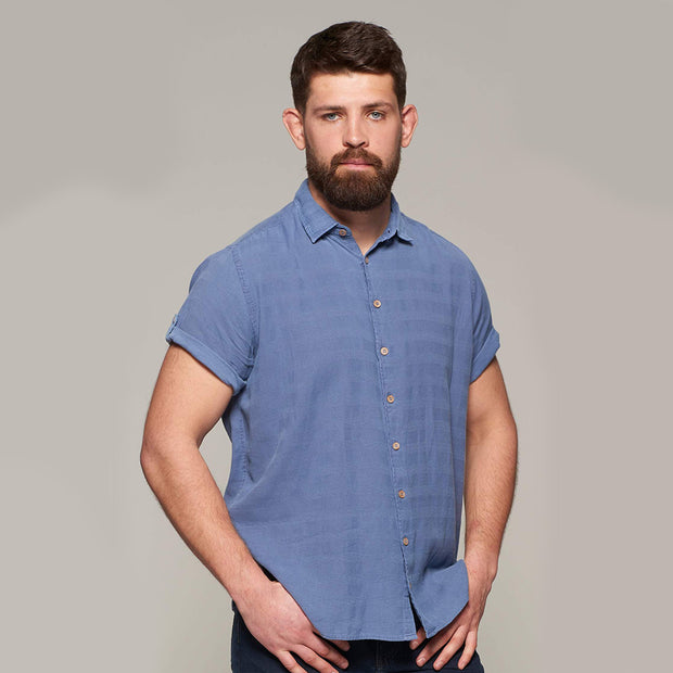 Fortmens model wearing Replika soft and light short sleeve shirt in indigo blue - front view