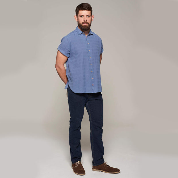 Fortmens model wearing Replika soft and light short sleeve shirt in indigo blue - full body