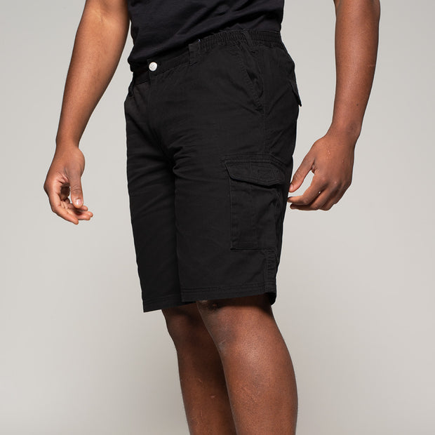 Fortmens model wearing Cargo shorts in black - side view