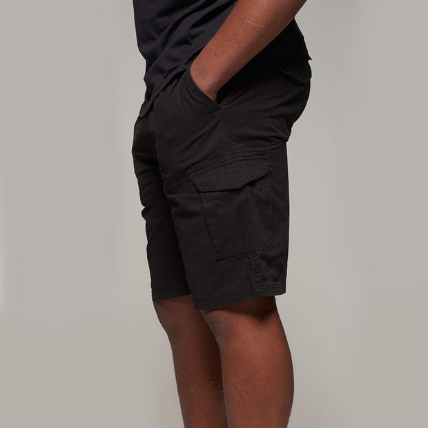 Fortmens model wearing Cargo shorts in black - side view closer up
