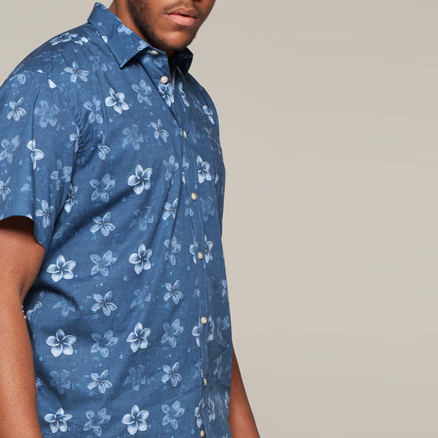 Fortmens model wearing Fortmens North 56°4 Flower Printed Short Sleeve Shirt - front view