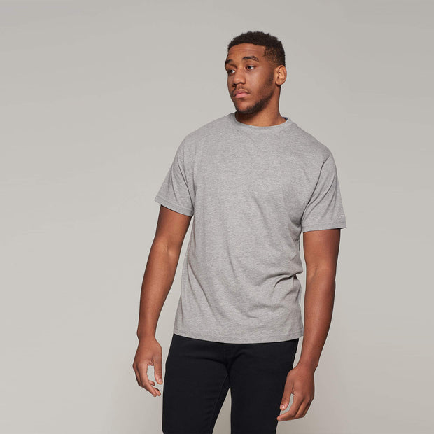 Fortmens model wearing North 56°4 grey round neck t-shirt - front view