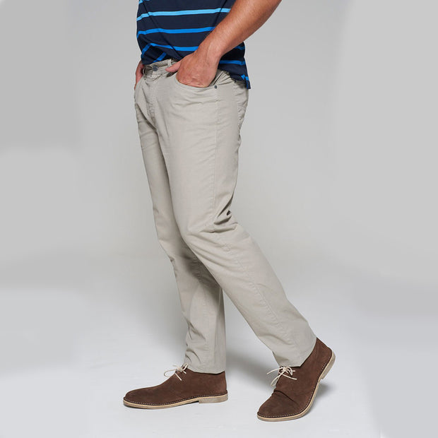 Fortmens model wearing a Redpoint Milton 5 Pocket Chino Beige side view