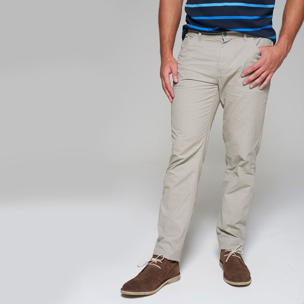 Fortmens model wearing a Redpoint Milton 5 Pocket Chino Beige front view